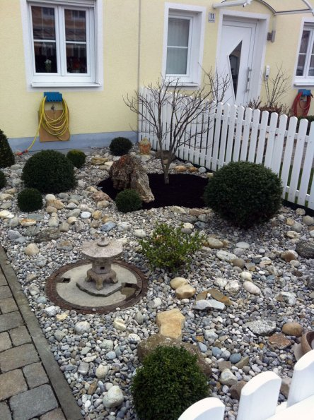 arbeitsbeispiele pflanzen japanischer steingarten. Black Bedroom Furniture Sets. Home Design Ideas